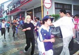 ...青年长跑 支持北京申奥(上图)-华南新闻 新闻集装箱
