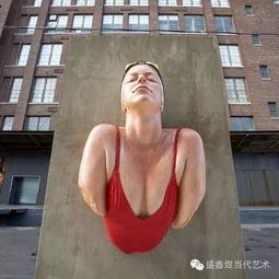 .立体的超写实人体雕塑在平面错... 展现了全新公共艺术的展示手法....