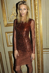 超模安雅 卢比可 Anja Rubik 亮相 Vogue 法国版晚宴