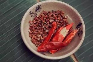 花椒祛寒   不少人有这样的经验:  ... 花椒籽可以利水.经常水肿的人,...