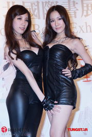 .px165.com,日前来到台北书展宣传新书.   现场找来五位粉丝赠送特...