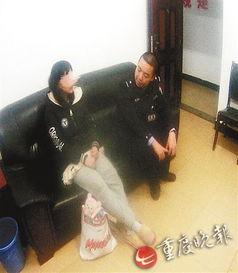 像,幸好被民警拦下.   1月3日凌晨,武隆火车站派出所民警田华在广...