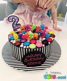 ...杨幂女儿两周岁生日 一家三口握手切蛋糕超温馨