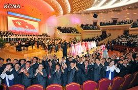 朝鲜青年代表欢迎金正恩.-金正恩携妻看音乐会 向青年代表致以问候