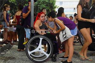 ...性怒了 举行 荡妇游行 抗议性暴力