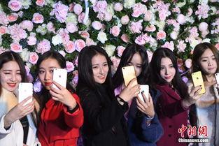 ...重庆近百位网红美女聚集在大坪时代天街一酒吧内举行