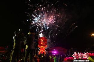 ...园举办的第六届新春灯会,为体现传统,本届灯会以
