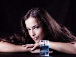 桃谷绘里香av免费观看-以天然香料调制而成的高级香水,都有它本来的颜色,且大都是琥珀色...