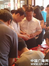 含着跪撅起腐书网-据中国之声《新闻纵横》报道,近日中国之声持续对国家级贫困县--河...