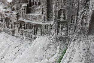 力量吧?   浮屠,不多见   一个挨着一个的小洞窟,有一些佛像