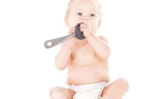 新生儿湿疹都是什么引起的 宝宝一放下就哭闹要怎么办