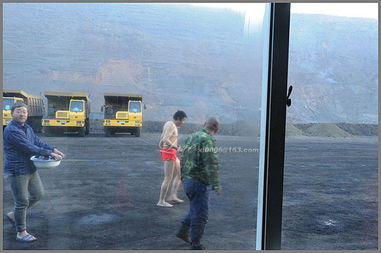 煤矿工人洗澡记 组图