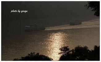 着汉宜高速踏上归途,从此一路高... 公路上所见的长江仍然像一条来自...