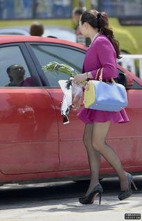 街拍买菜的黑丝袜美少妇