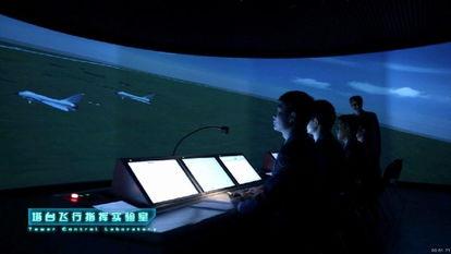 ...体风格称得上是高端、大气、上档次,许多场面宛如科幻片场面-空军...