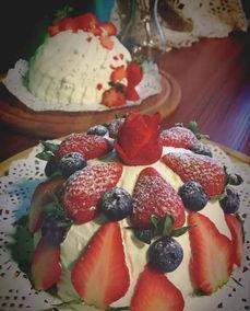 ,切开更是大有乾坤.   货真价实的梦幻草莓心,用草莓榨汁以及草莓...