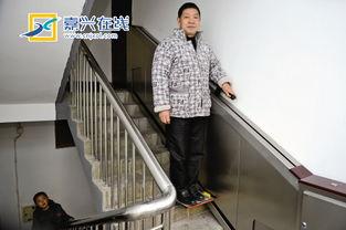 居民自愿出资加上赞助支持 嘉兴首现分段接力楼道电梯
