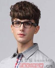 男生发型两边剃掉中间长发型