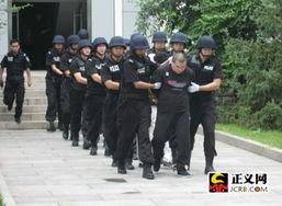 ...磊(首排中)将被押赴刑场,执行死刑. /摄-北京大兴灭门案凶手李...