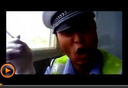 ...洛 忐忑交警 自拍视频遭开除 网友称应去选秀