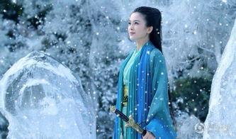 ....2012年,在民国剧《爱在春天》中她饰演苦情歌女
