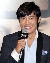 韩国男演员李秉宪于昨日(3日)在首尔往十里CGV举行的电影《光...