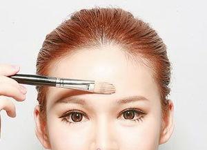蛇女子宫一次性吞2-高光和眉峰能修饰圆脸 1、眉峰角度 画眉的时候可以微微强调一下眉峰...
