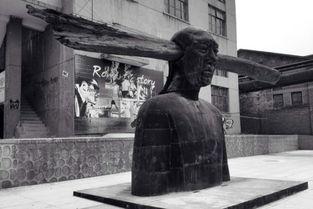 梦中道士b区魅城-西安的艺术家有着长安画派的传统,同时又生活于一个积淀深厚的城市...
