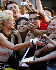 ... Music Video Awards)颁奖典礼在加拿大多伦多举行.社交名流希尔...