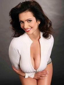 ... 填充物弧线(图片PS的成分更大)没有女生真胸能长出这种奇怪的...