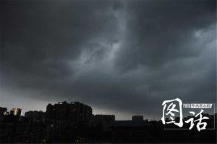 ...感受下成都今晚天空中的洪荒之力