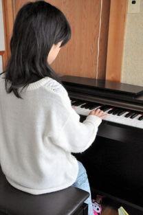 日本12岁男孩患性别认同障碍 穿女生校服上学