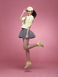 菊儿小智接吻-冰淇淋色的卫衣和棒球帽真是活力无限呢,甜美的色调透出丝丝的少女...