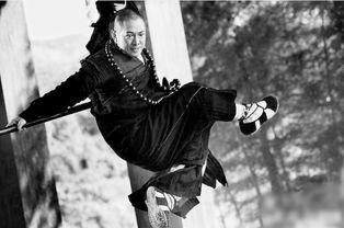 ·李维斯在北京低调观看《白蛇传... 中救世主尼奥的扮演者基努·李维...