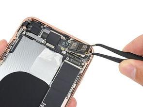 iPhone8P摄像头偷工减料  拆下电池后,就可以卸下iPhone8