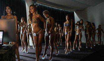 韩国首尔,女健美运动员参加健美比赛,穿比基尼秀身段.-韩国举办...