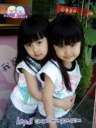 亲亲宝贝 超可爱双胞胎姐妹花