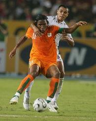 图文 利比亚1 2科特迪瓦 德罗巴对付难缠对手
