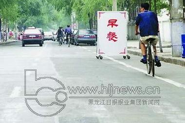 siku私库18-在哈尔滨市道外区长春街一居民院里,一个用钢筋焊成的车库占据了院...