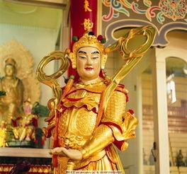 韦陀菩萨拿降魔杵的姿势暗示了寺院的状态