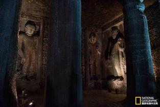 ...的主龛外雕刻了六尊立佛,反映了当时日渐兴起的七佛信仰.-印度石...