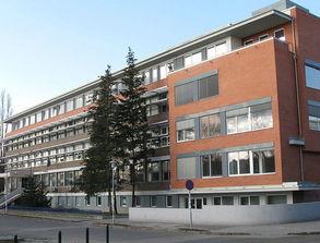 学院还与海外的大学联合提供硕士课程,包括:国际商务、国际中小型...