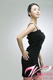 有些女性对胸部的大小有偏见,认为越大越美,盲目追求