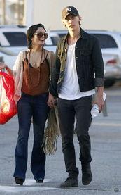 ...gens 和 Austin Butler-好莱坞明星时尚街拍周末版 20111203