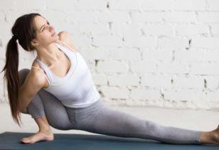 驼背的自我纠正方法视频 治疗驼背的瑜伽基本入门动作