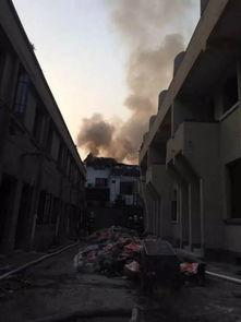 ...杭州又发火警 吴山路老房子着火了