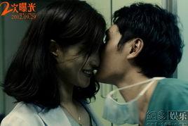与冯绍峰上演的激情戏成为网友热议的话题.有网友根据片方已曝光的...