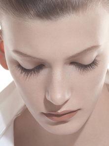 蛇女子宫一次性吞2-染过头发的人都知道,想在家补染发根是多么麻烦的事,而睫毛刷却刚...