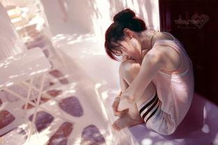 女生一颗受伤的心伤感图片 在乎久了会累的