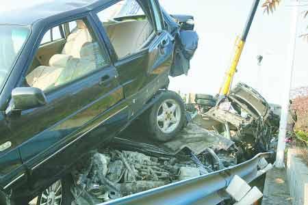 ...南高速发生特大车祸 车碾得像压瘪易拉罐